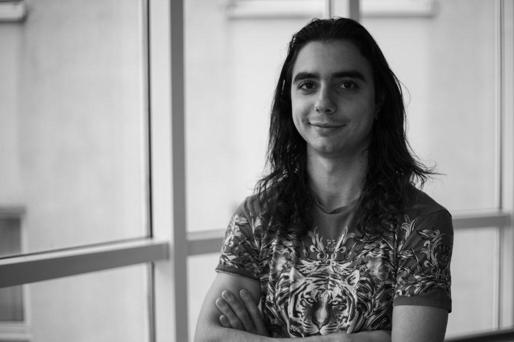 """Davide Zampaglione:""""Opravdová hudba vychází z duše. Pokud hraješ jenom technicky, hraješ to samé co ostatní - like a machine. Ruka interpretuje techniku, z duše deleguješ přidanou hodnotu."""""""